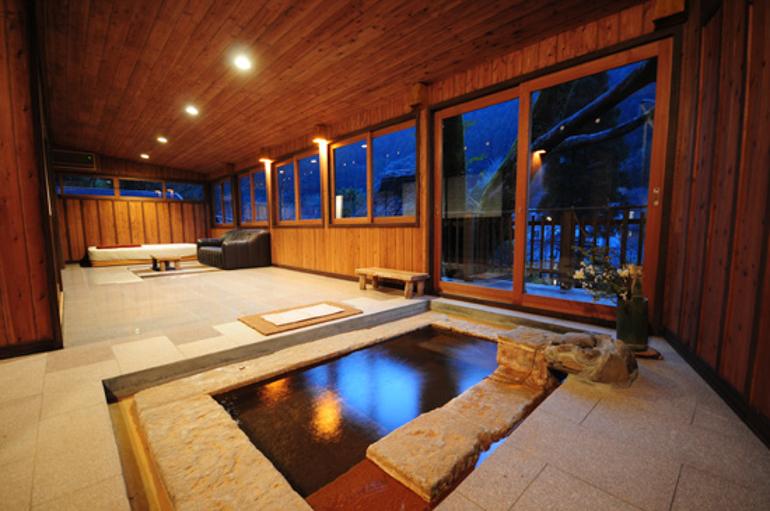 Annex Paradise Room Private Bath